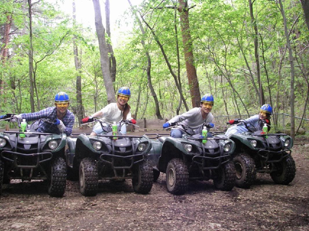 ATVバギー乗車体験 友人やご家族と!富士山麓の森の中を大迫力で駆け抜けるツーリング 免許なしでも参加可能<1〜2時間/午前・午後/富士河口湖町>