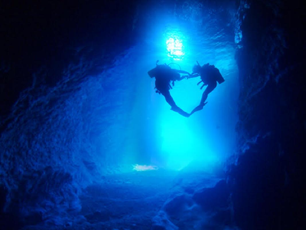 青の洞窟ビーチ体験ダイビング(現地集合)潜れなかったら全額返金!パラセーリングセットあり<写真・動画付き/ビーチ/1〜2ダイブ>by アークダイブ